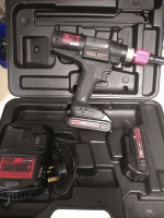POP Avdel PB2500 Battery Rivet Tool, 2 Batteries and nose tips included, Good Condition